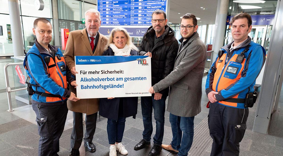 Alkoholverbot am gesamten Bahnhof / Foto: Stadt Wiener Neustadt/Weller