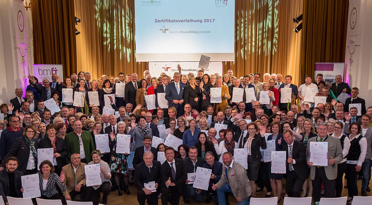 Auszeichnung im Sparkassensaal / Foto: © Harald Schlossko