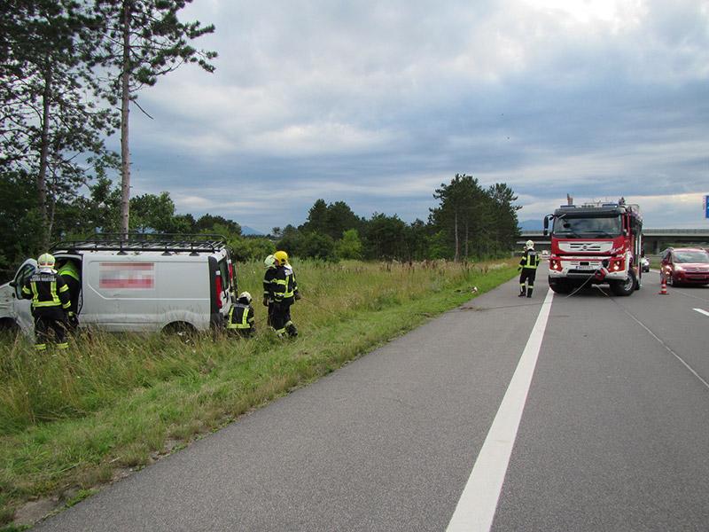 Bergung-Lieferwagen-S4 / Foto: Presseteam Feuerwehr Wiener Neustadt