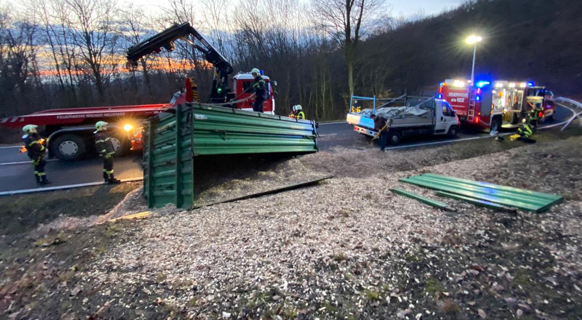 Bergung eines Traktors / Foto: Presseteam d. FF Wr. Neustadt