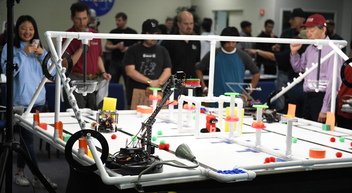 Botball 2018 / Foto: Botguy Robot via Flickr (CC BY-NC-ND 2.0)