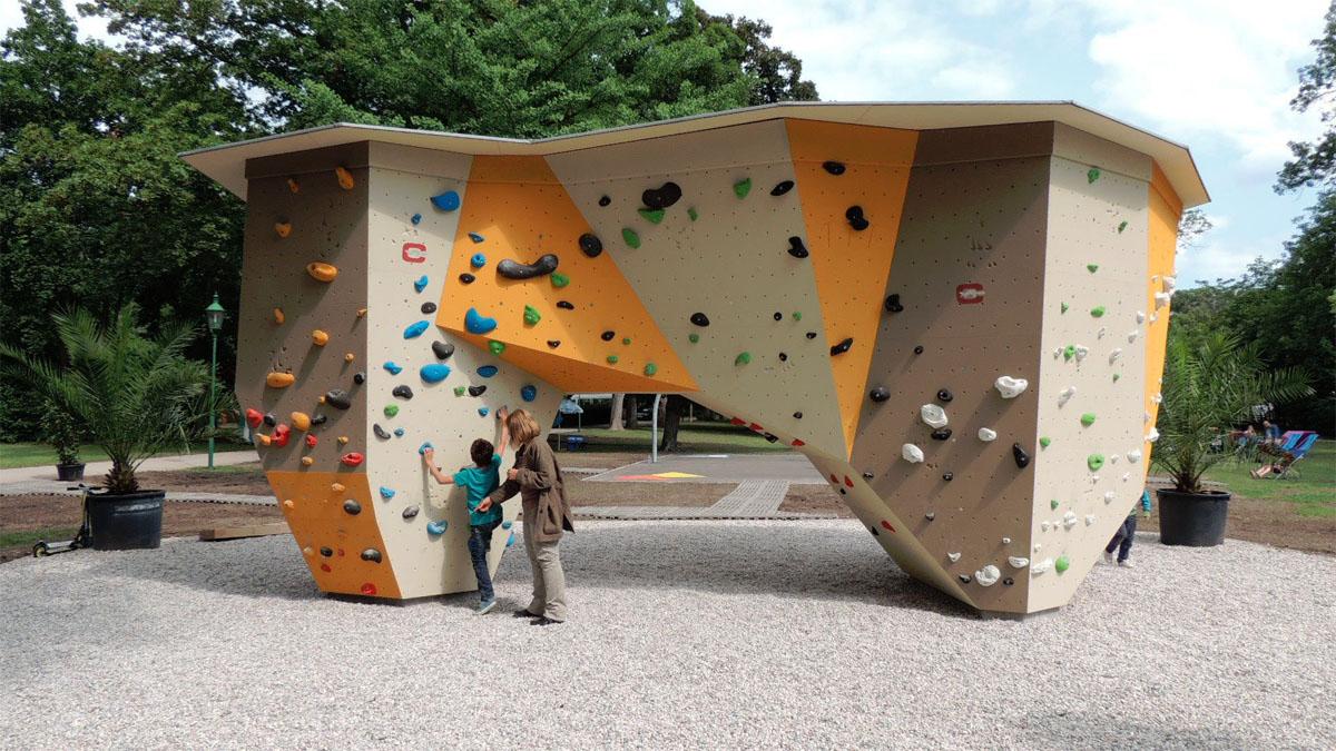 Boulderblock im Stadtpark Wiener Neustadt / Foto: Kumnig