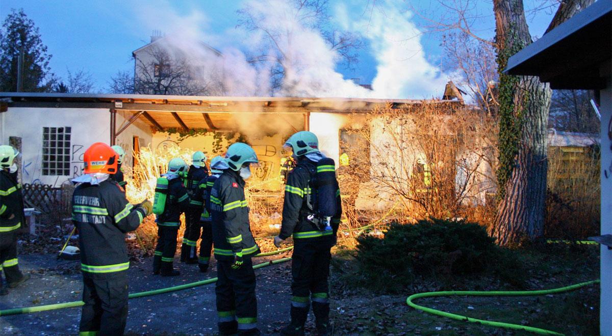 Wiener-Neustadt-Brand-auf-der-Festwiese-in-der-Josefstadt