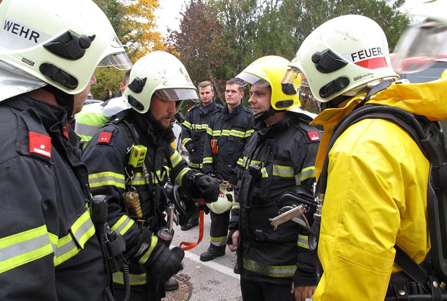 Lagebesprechung Chlorgas-Einsatz / Foto: Presseteam Feuerwehr Wiener Neustadt