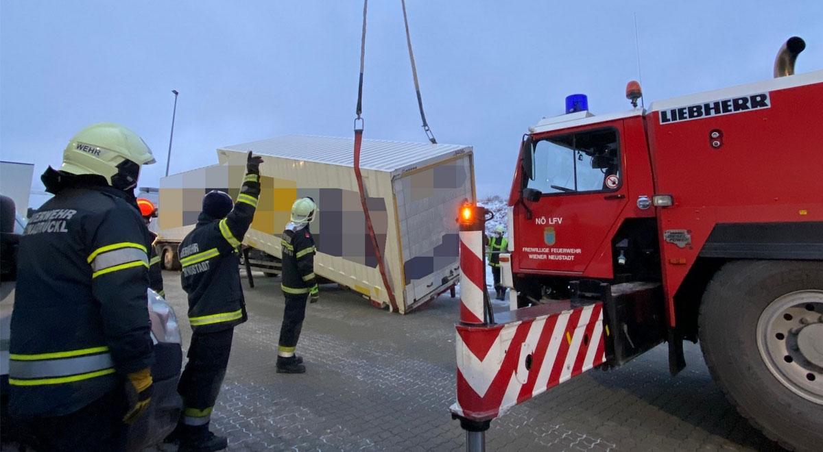 Containerbergung Feuerwehr / Foto: Presseteam d. FF Wr. Neustadt