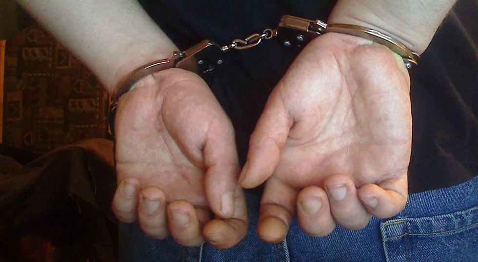 Einbruchdiebstahl Handschellen / Foto: picturexv via flickr (CC0 1.0)