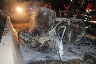Ausgebranntes Fahrzeug auf A2 / Foto: Presseteam d. FF Wr. Neustadt