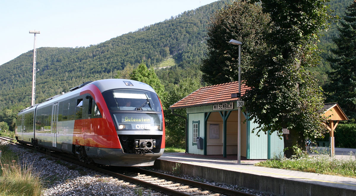 Gutensteinerbahn - Haltestelle Miesenbach / Foto: Steindy via wikipedia (CC BY-SA 2.0 de)