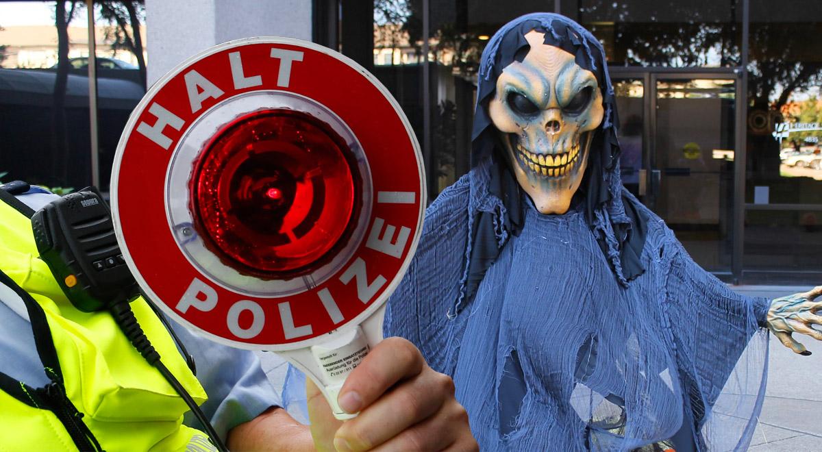 Halloween & Polizei / ©  Tim Reckmann / pixabay / pixelio.de