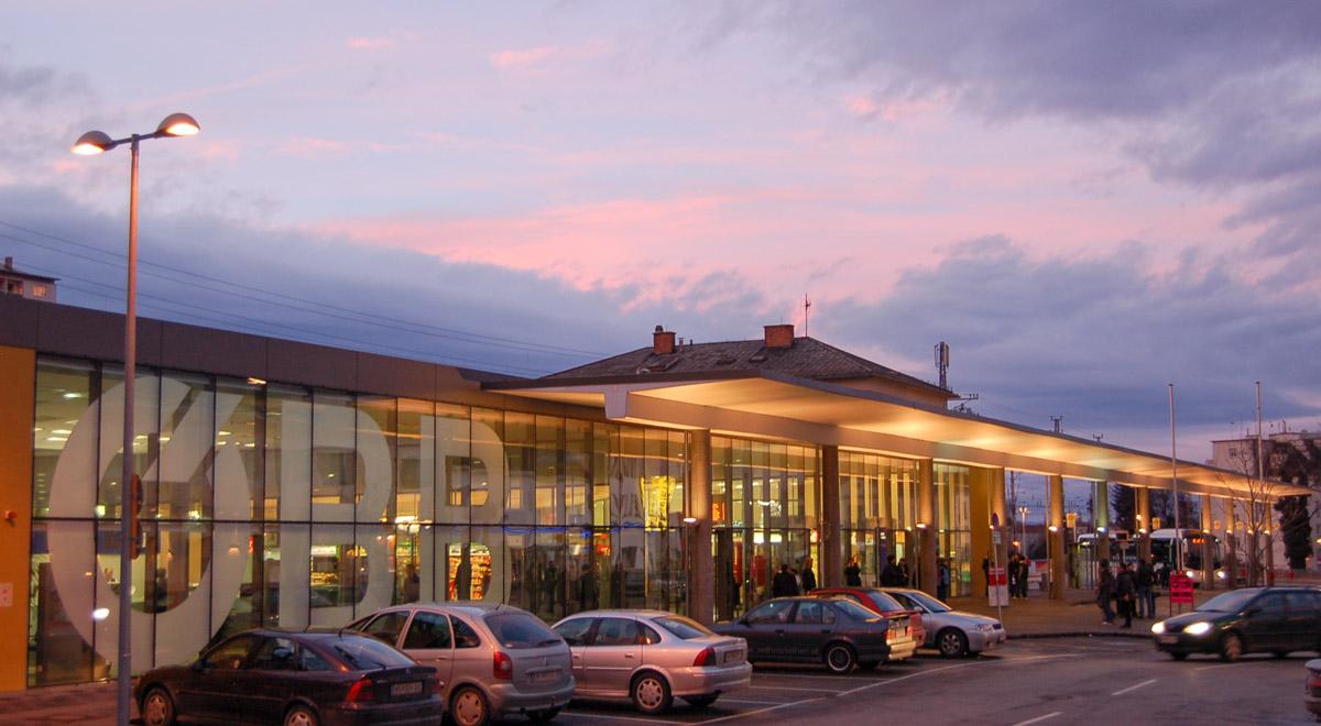 Hauptbahnhof Wiener Neustadt / Foto: Wolfgang Glock (CC BY-SA 3.0)