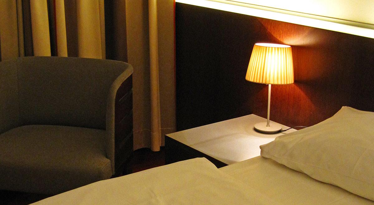 Hotelzimmer / ©  Rainer Sturm / pixelio.de
