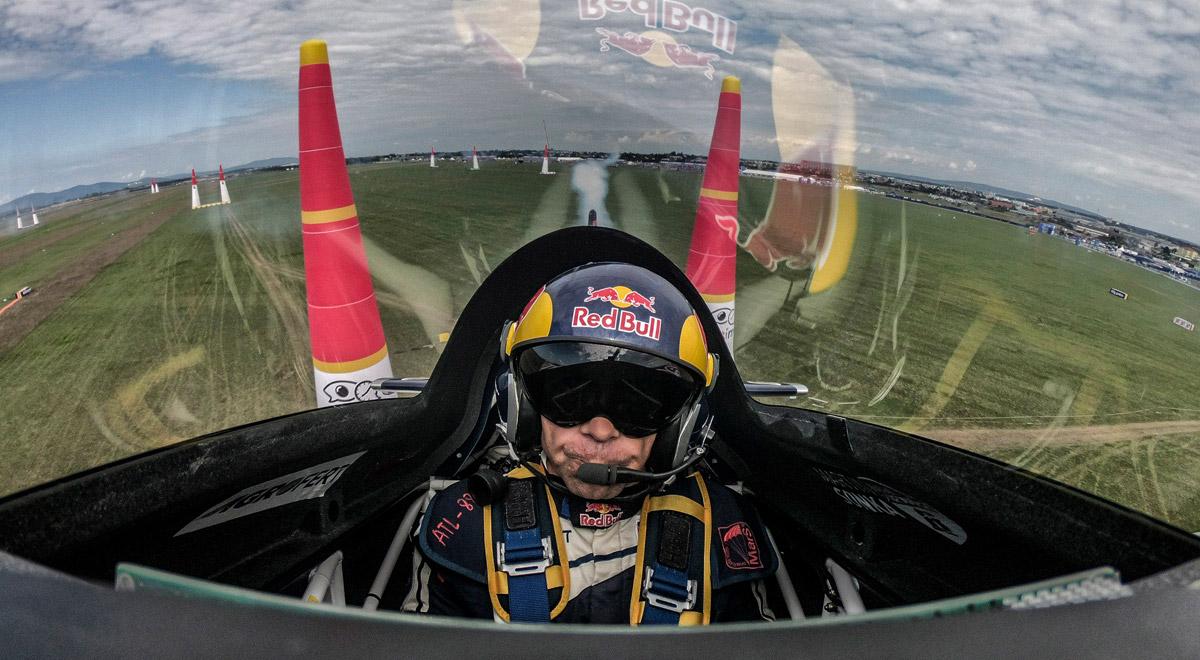 Martin Sonka über Wiener Neustadt / Foto: © Red Bull Content Pool