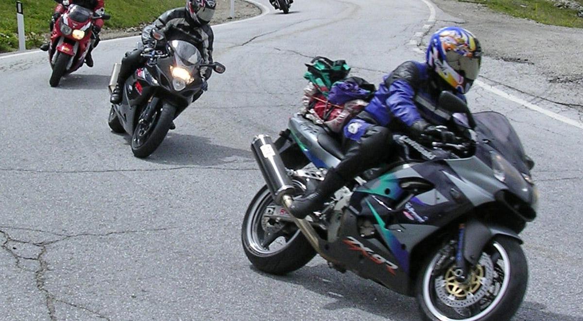 Motorrad-Gruppe / ©  agp / pixelio.de