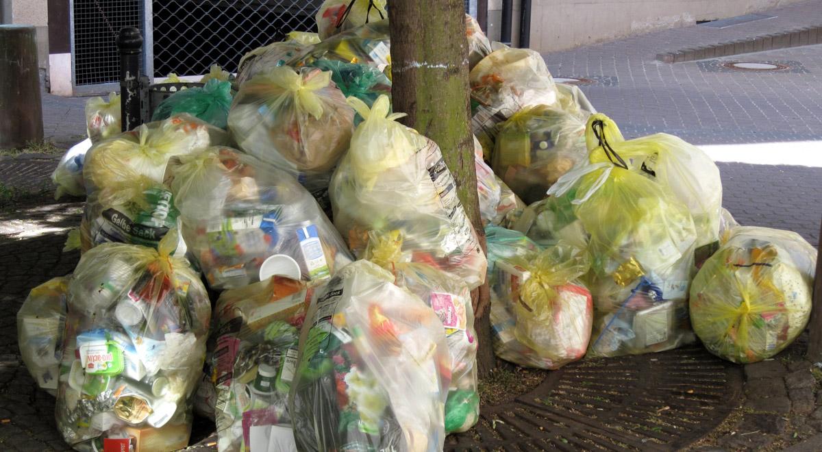 Müllberge zu den Feiertagen / ©  Moni Sertel / pixelio.de