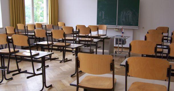 Wiener Neustadt: neue Spielgeräte und Möbel für Schulen