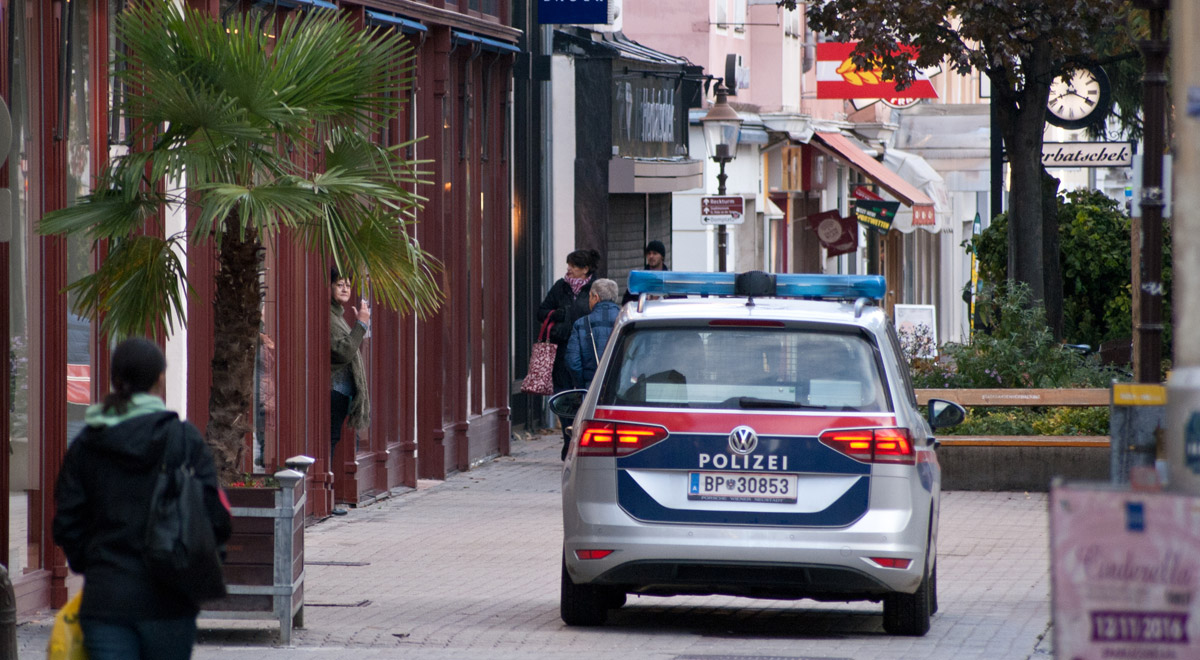 Polizeifahrzeug Wiener Strasse / Foto: Robert Mayer / wn24