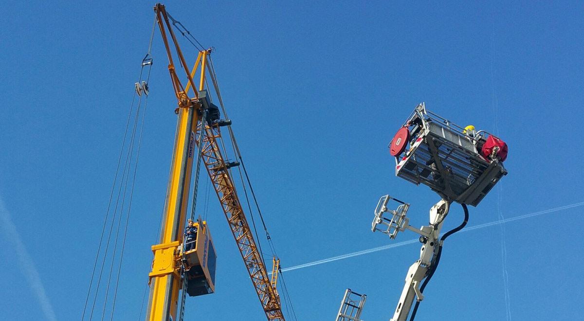 Rettung eines Kranfahrers / Foto: Presseteam d. FF Wr. Neustadt