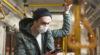 Mann mit Schutzmaske im Bus / Foto: Freepik