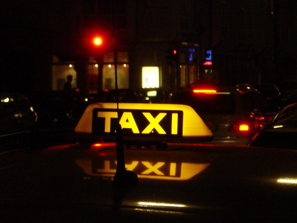 Taxischild / ©  axel duerheimer / pixelio.de