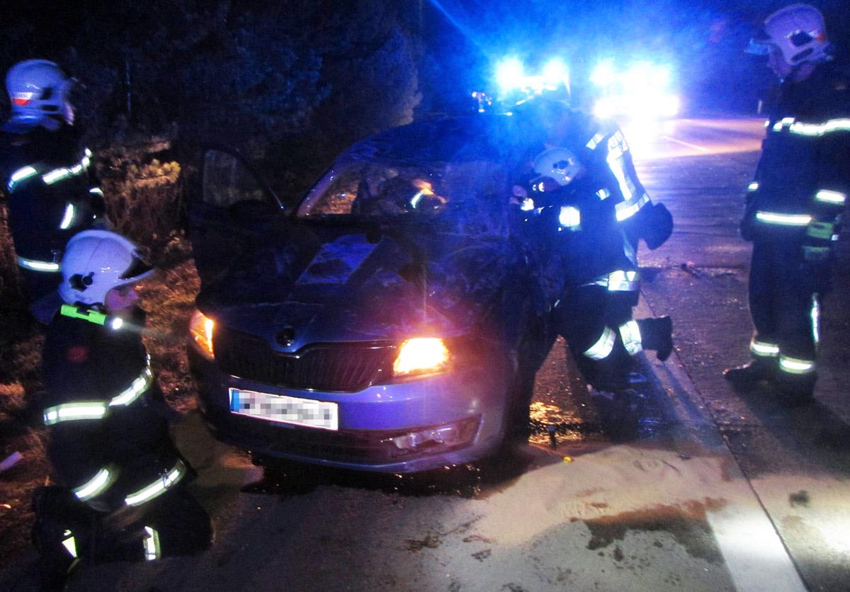 Feuerwehr bergt Unfall-PKW / Foto: Presseteam Feuerwehr Wiener Neustadt
