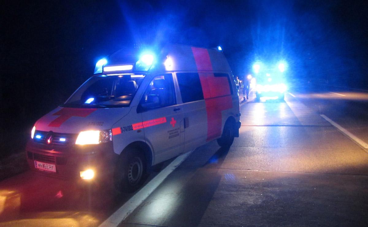 Rettungsfahrzeuge nach Verkehrsunfall / Foto: Presseteam Feuerwehr Wiener Neustadt