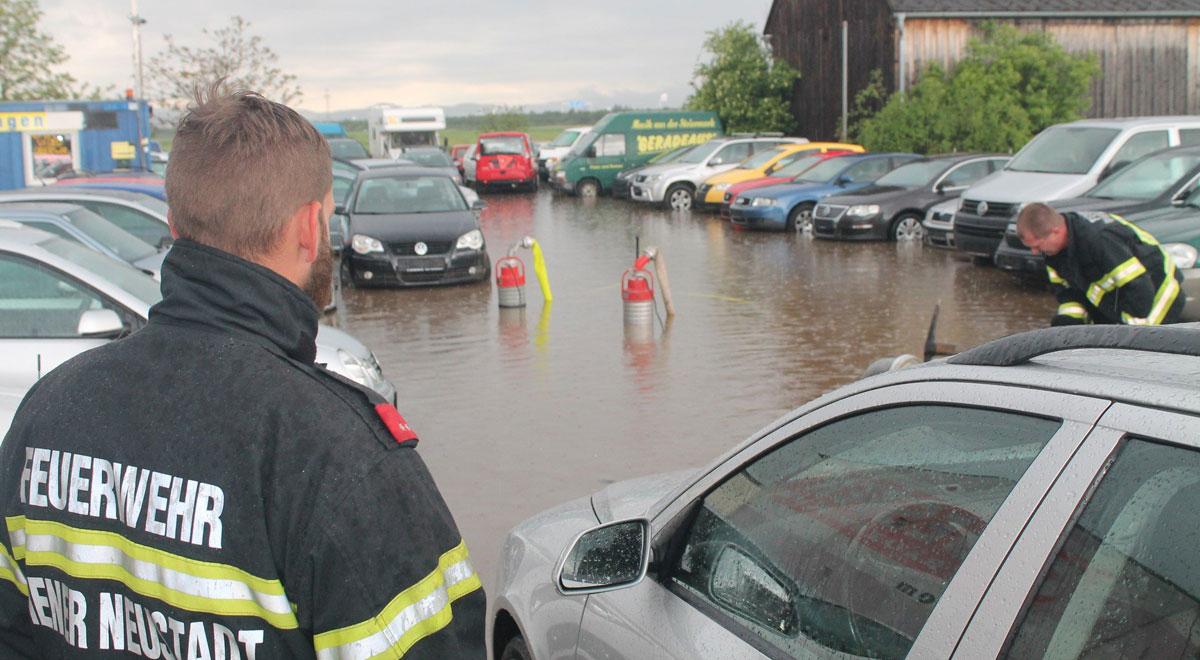 Autohof unter Wasser / Foto: Presseteam d. FF Wr. Neustadt