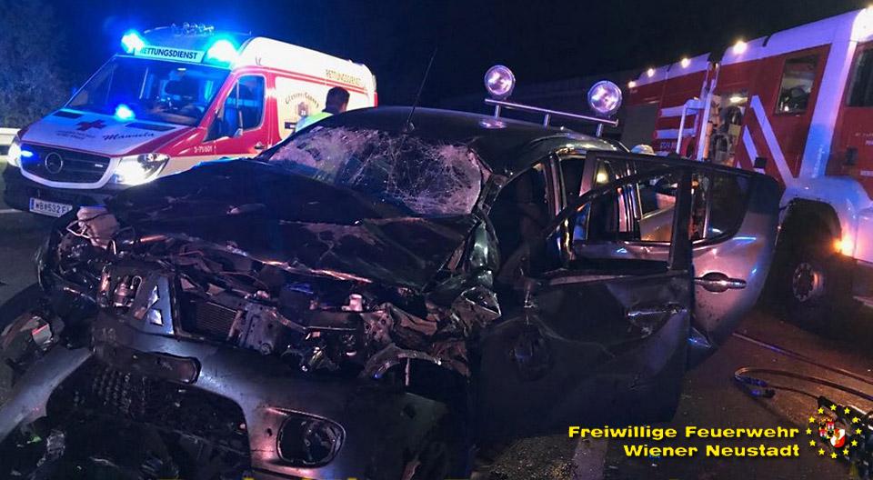 A2-Unfall Totalschaden / Foto: Presseteam Feuerwehr Wr. Neustadt