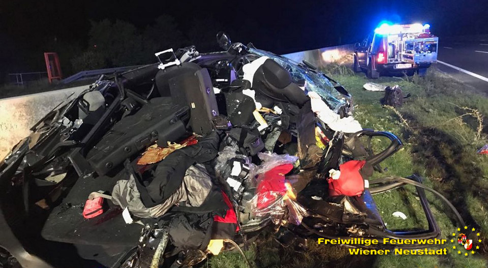 A2 Verkehrsunfall fordert einen Toten / Foto: Presseteam Feuerwehr Wr. Neustadt