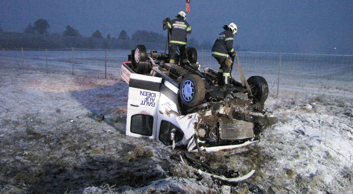 Bergung Pritschenwagen / Foto: Presseteam Feuerwehr Wr. Neustadt