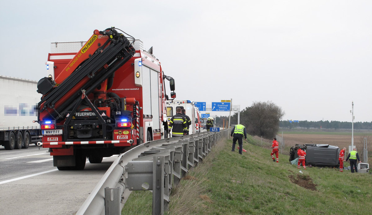 Verkehrsunfall Knoten Wiener Neustadt / Foto: Presseteam Feuerwehr Wiener Neustadt