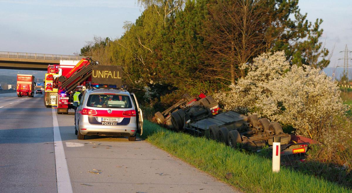 Unfall Sattelzug / Foto: Presseteam Feuerwehr Wiener Neustadt