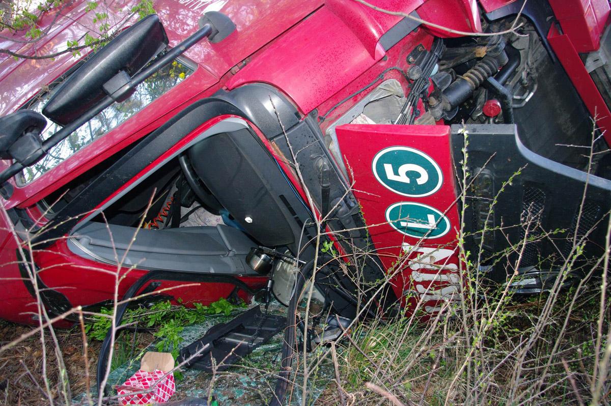 Unfall Sattelzug 3 / Foto: Presseteam Feuerwehr Wiener Neustadt