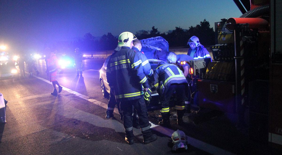 Bergung Unfallfahrzeug A2 / Foto: Presseteam Feuerwehr Wiener Neustadt