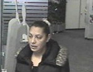 Verdächtige in Bank / Foto: LPD Wien