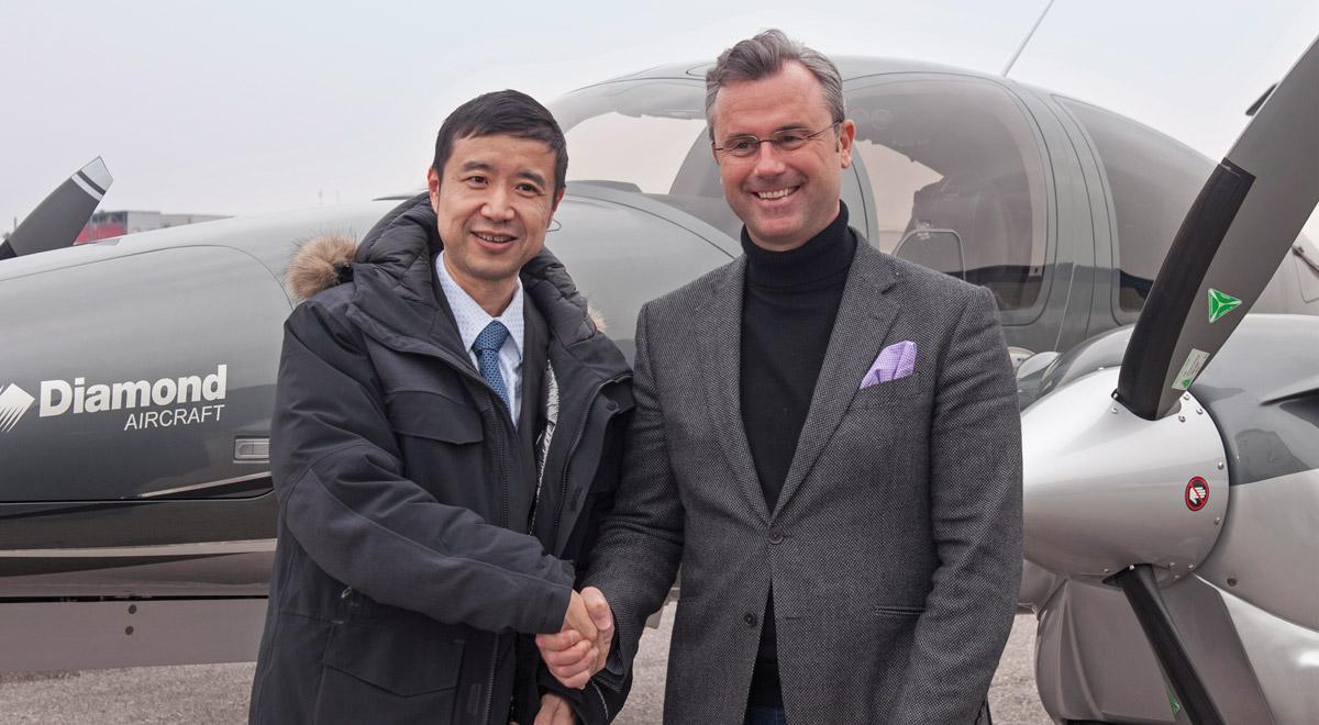 Verkehrsminister Ing. Norbert Hofer zu Besuch bei Diamond Aircraft Industries / Foto: zVg.