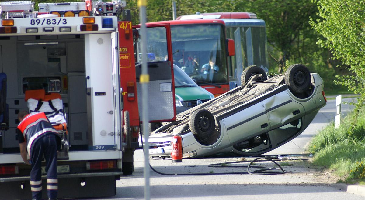 Verkehrsunfall Fahrzeugueberschlag / ©  Erich Kasten / pixelio.de