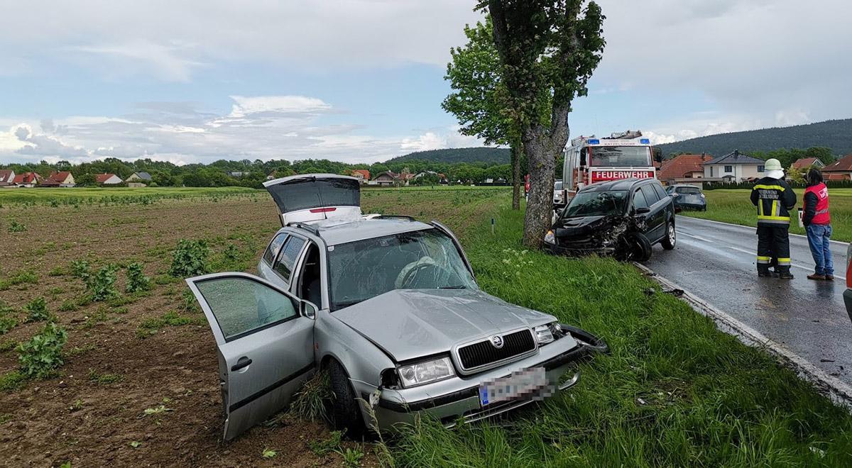 Verkehrsunfall bei Katzelsdorf-Rotes-Kreuz / Foto: RKNÖ / B.Loibl & D.Gruber