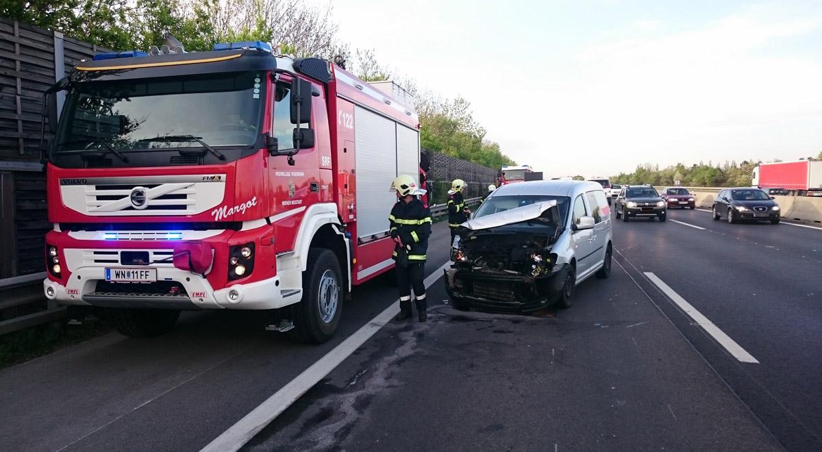 Verkehrsunfall bei Leobersdorf / Foto: Presseteam Feuerwehr Wiener Neustadt