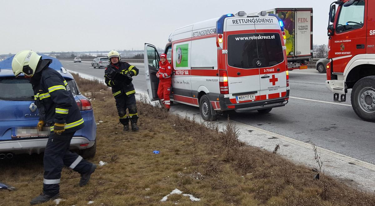 Verkehrsunfall mit Verletzten / Foto: Presseteam Feuerwehr Wiener Neustadt
