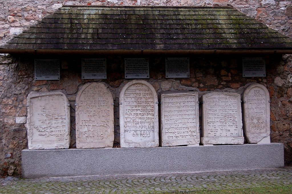 Jüdische Grabsteine Wiener Neustadt / Foto: Wolfgang Glock wikimedia.org