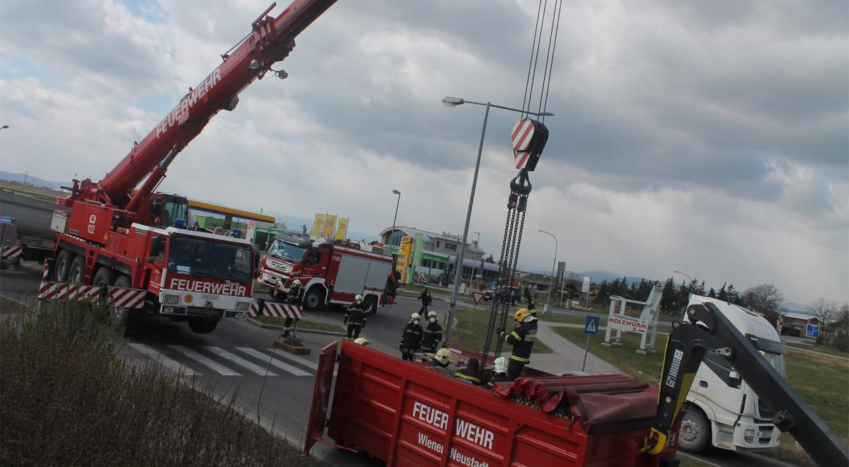 Sattelzug Unfall / Foto: Presseteam d. FF Wr. Neustadt