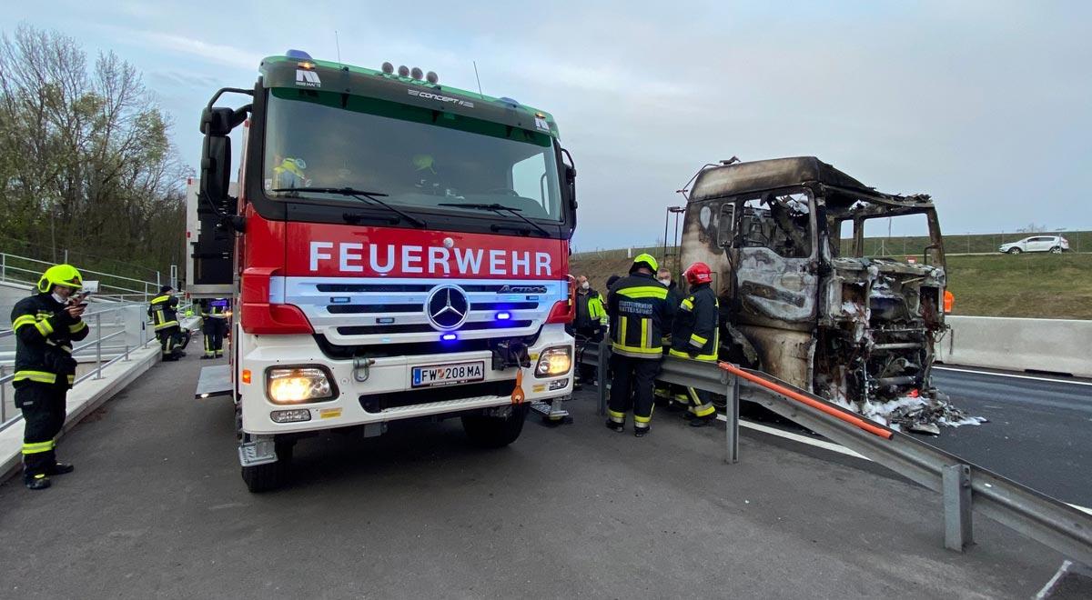 Bergung Sattelschlepper / Foto: Presseteam d. FF Wr. Neustadt
