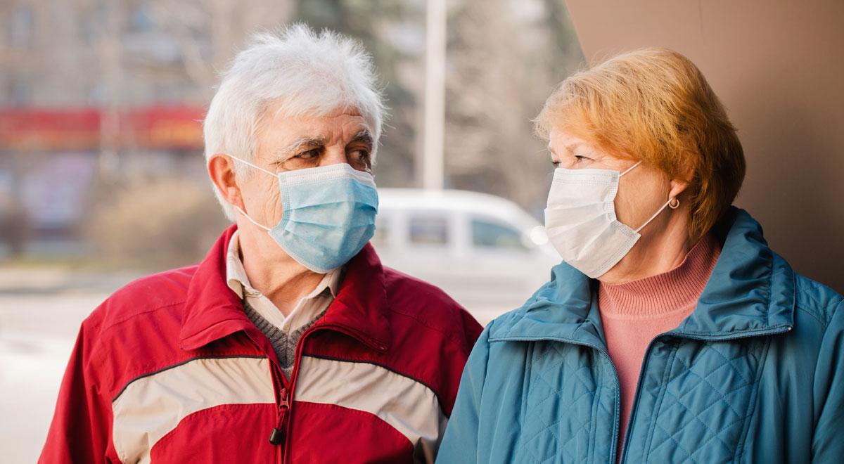 Ehepaar mit Masken / Foto: freepik