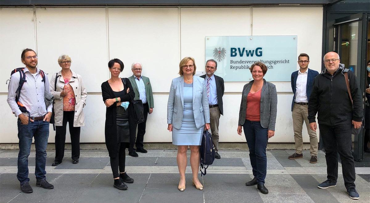 Vor dem Bundesverwaltungsgericht / Foto: zVg.