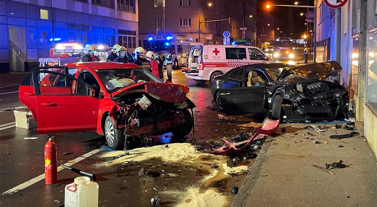 Schwerer-Verkehrsunfall-in-der-Innenstadt-fordert-Verletzte