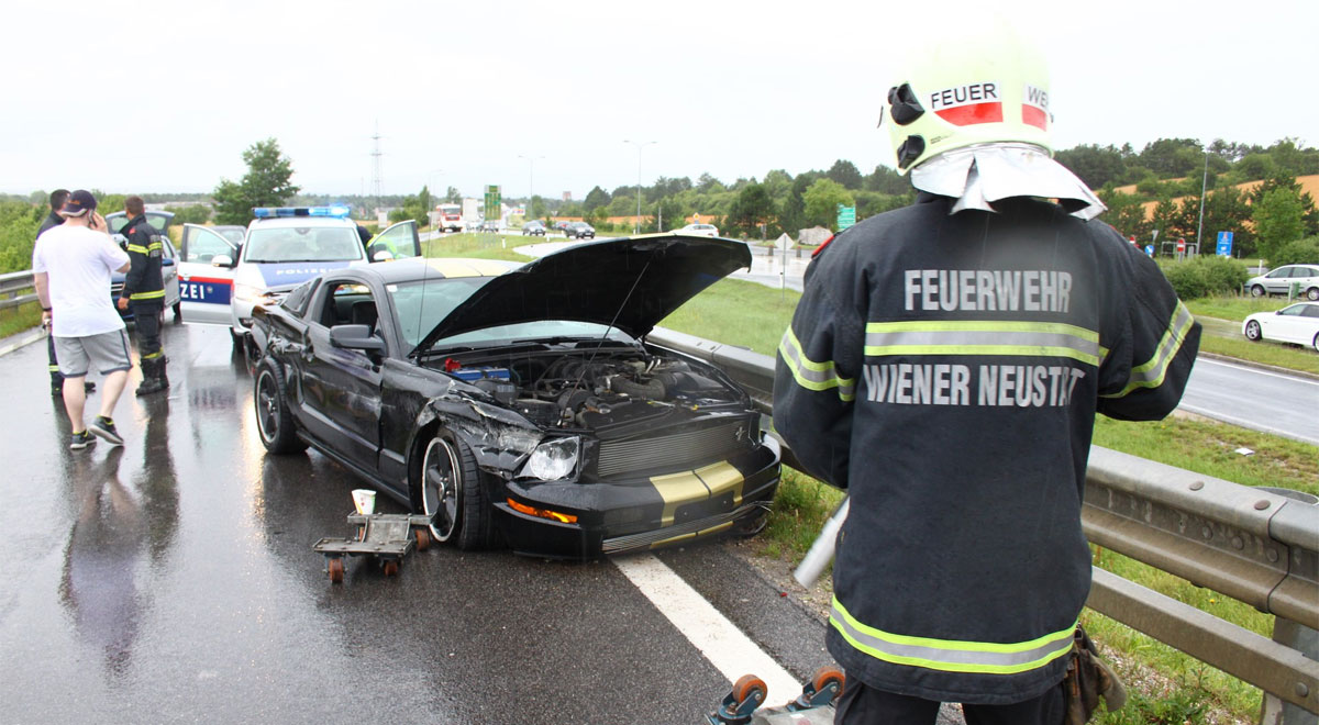 Unfall Ford Mustang / Foto: Presseteam d. FF Wr. Neustadt