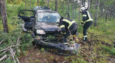 Fahrzeug kommt von A2 ab / Foto: Presseteam d. FF Wr. Neustadt